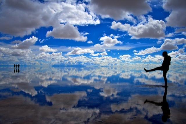 天空の鏡  ボリビアのウユニ塩湖